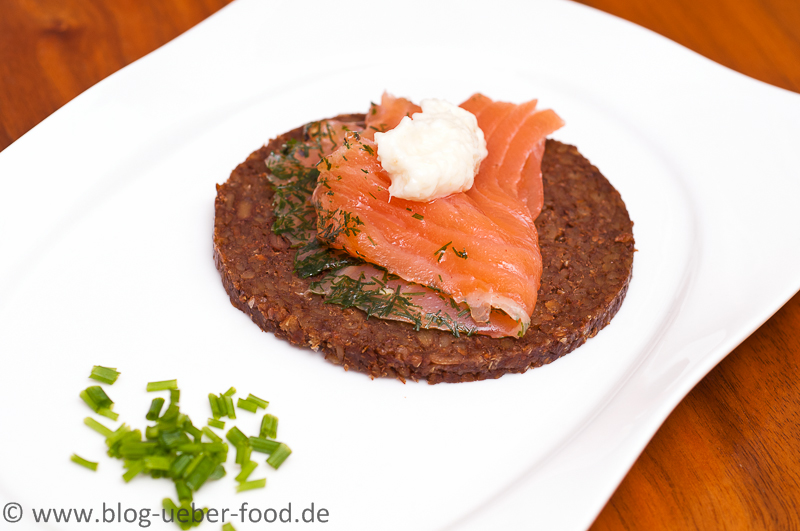 Pumpernickel-Canape mit Graved Lachs