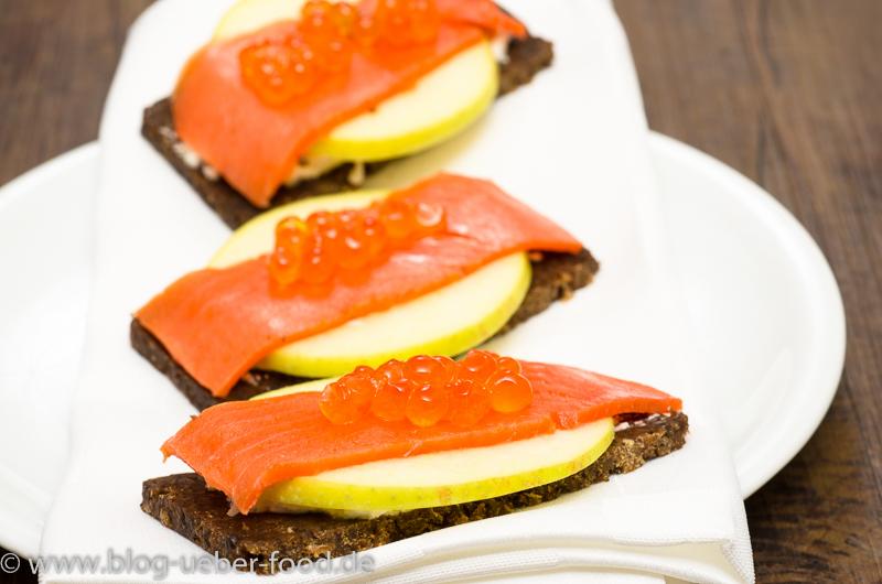 Canapes vom Lachs mit Keta-Kaviar