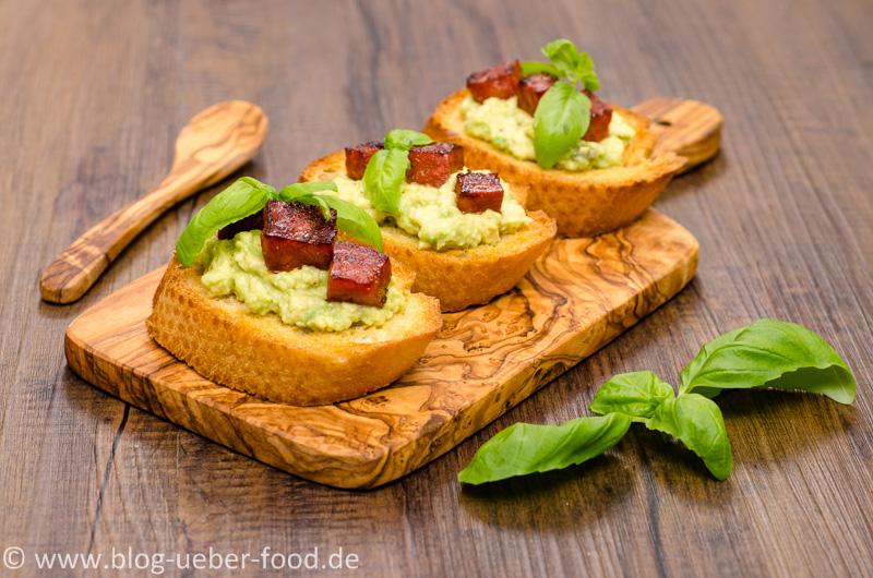 Bruschette mit Avocado-Creme und Chorizo