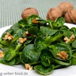 Feldsalat mit Walnüssen