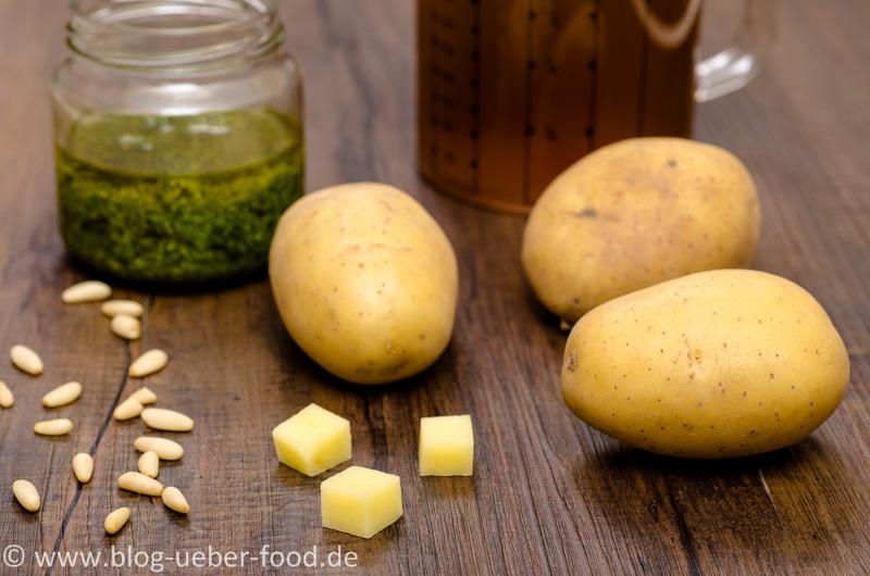 Rohe Kartoffeln mit Pesto und Brühe