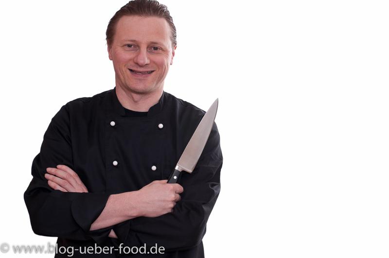Bernd der Koch mit Küchenmesser