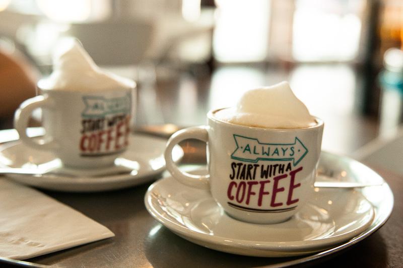 Cappuccino im Stuttgarter Flughafen