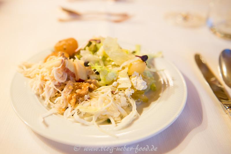 Herbstliche Salate mit marinierten Feta und karamellisierte Birne