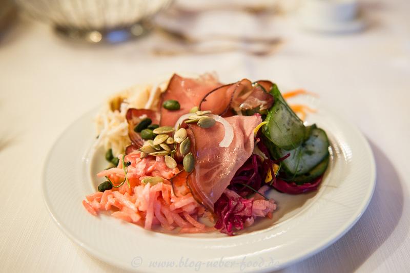 Herbstliche Salate mit marinierten Alpschinken