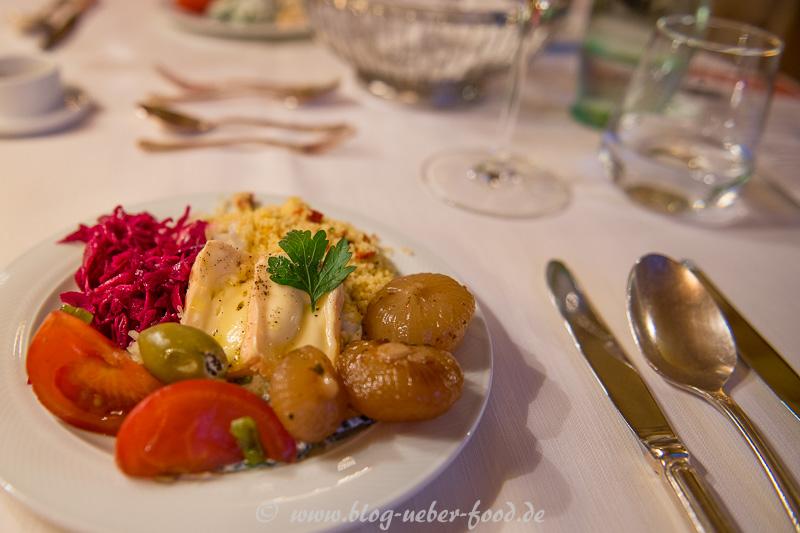 Herbstlicher Salat mit saurem Käse