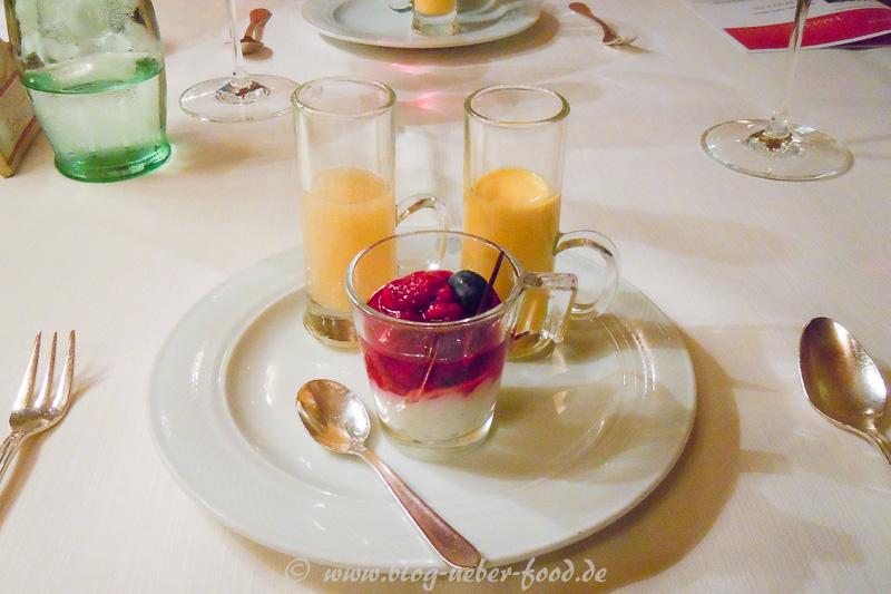 Vanillequark mit Himbeeren und zwei Smoothies