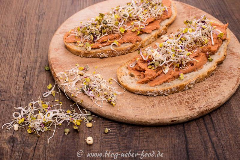 Brot mit veganen Aufstrich aus Bohnen