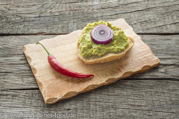 Brötchen mit scharfer Guacomole