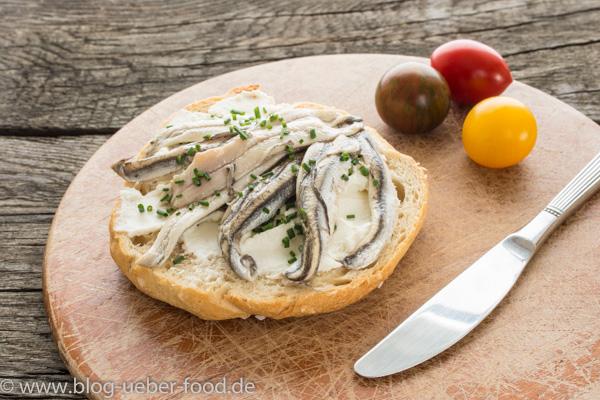 Brötchen mit Sardinen und Ricotta