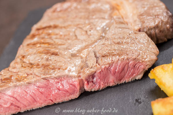 Gegrilltes dry aged Rib-Eye-Steak