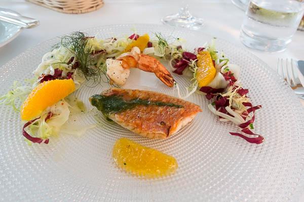 Vorspeise Rotbarbe mit Riesengarnele und Salat